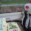 ミネラル肥料の散布