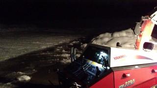 早朝の駐車場除雪